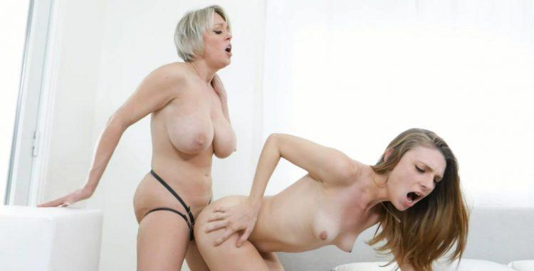 Lesbian strapon fucking video